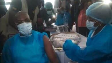 Malachie se vaccinne contre le Coronavirus